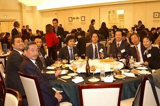 エン・ジャパン越智社長、トレジャーファクトリー野坂社長とともに(私の左右両隣り)