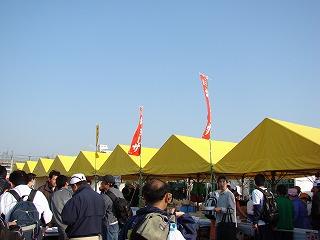 初めてのフルマラソン 東京荒川市民マラソン in ITABASHI ゴール地点 たくさんの出店