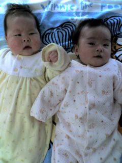 我が娘(右)。同じ日に生まれたお友達と