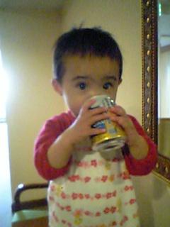 缶ビールに食いつく?我が娘