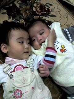 生後15ヶ月の娘と生後4ヶ月の息子