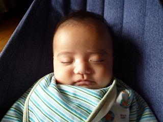 瞑想中のお坊さん