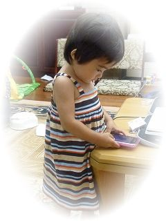 「iPhone」に夢中の我が娘