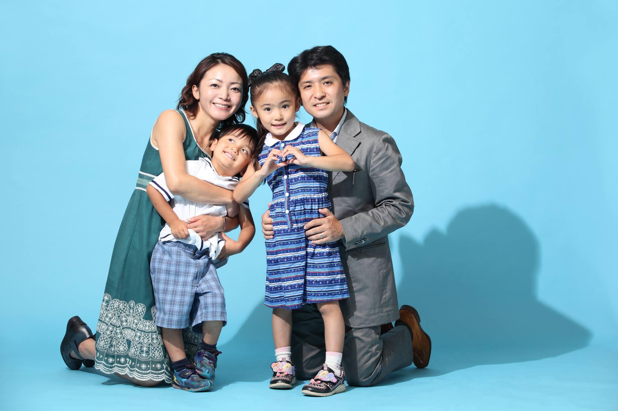 久しぶりにフォトスタジオで撮ってもらった家族写真
