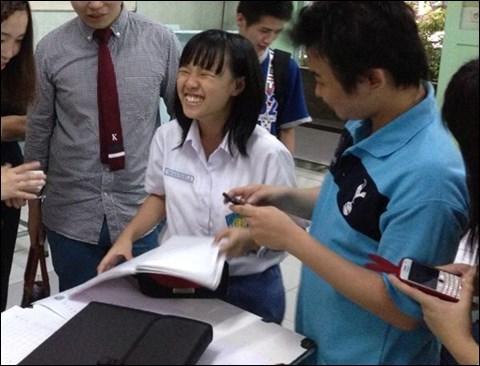 インドネシアの日本語教 満面の笑顔に