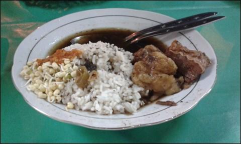「ラウォン・セタン」で食べる「ナシ・ラウォン」