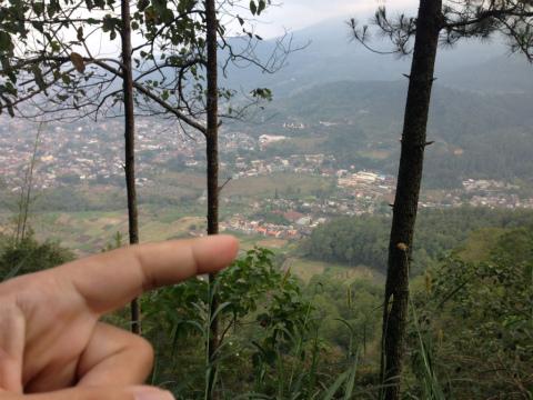 東ジャワでトレイルラン:指を指している場所がスタート地点