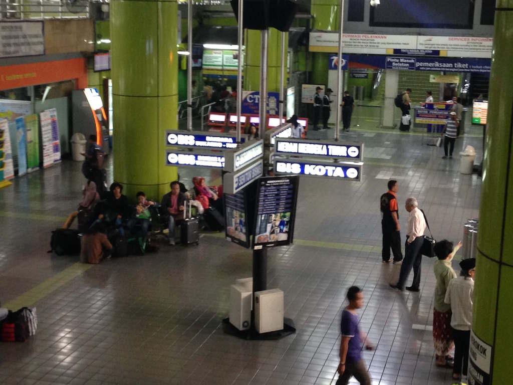 インドネシアの鉄道 マラン駅からガンビル駅まで