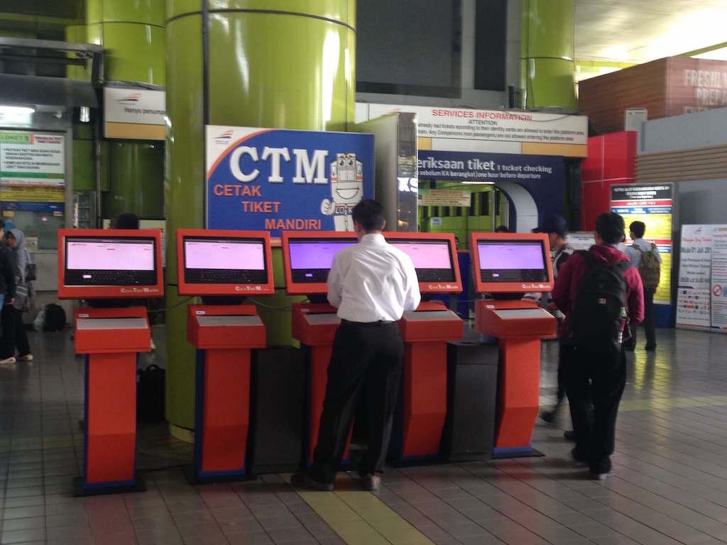 鉄道でインドネシアのMalang駅からGambir駅まで