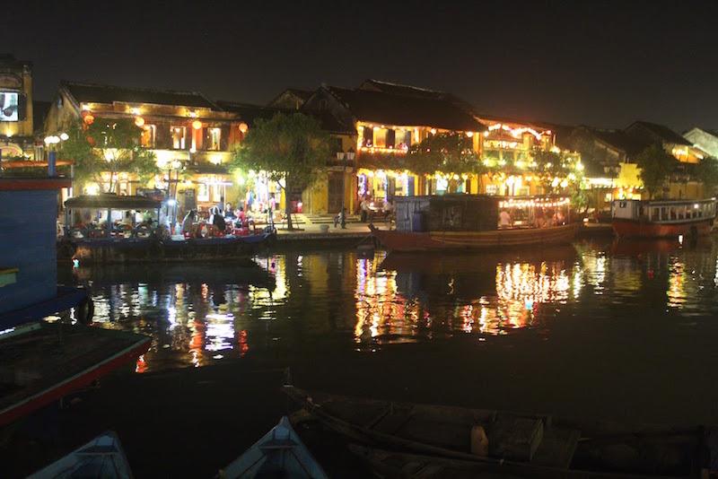 ベトナム:ホイアンの美しい夜景