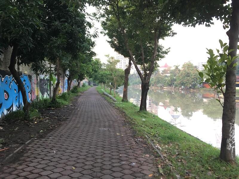 早朝のスラバヤ散歩