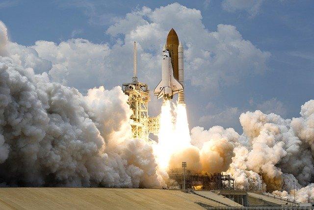 宇宙ロケット発射