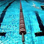深夜にプールで泳ぐことは、実に心地良い!
