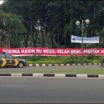 インドネシア大統領選挙2014|「ジョコウィの候補者指名に感謝!」との横断幕