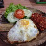 サンバルを使ったインドネシアの卵料理|サンバル・テロル・プニェット