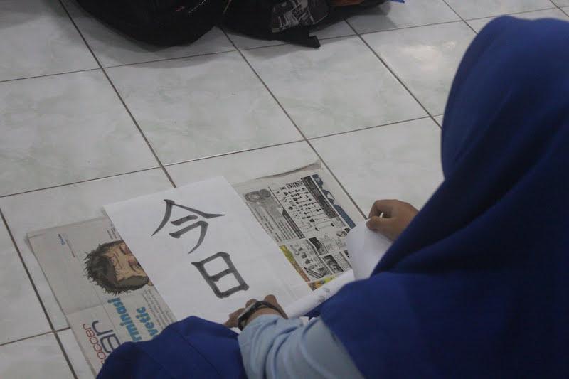 書道を学ぶ外国人 インドネシア