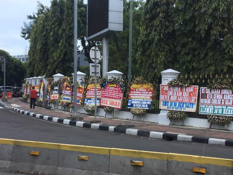 インドネシア大統領選挙 官邸 お祝いの花