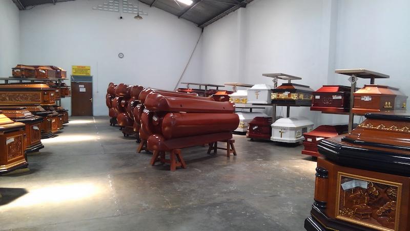 インドネシア 棺の倉庫