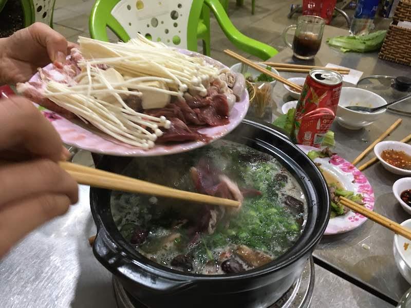 瓦で焼肉 ホイアン ベトナム Lâu 89