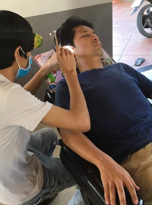 ベトナム ホイアン 床屋 理髪店 耳かき